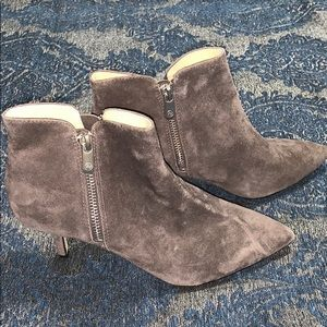 Adrienne Vittadini size 7 Grey suede booties